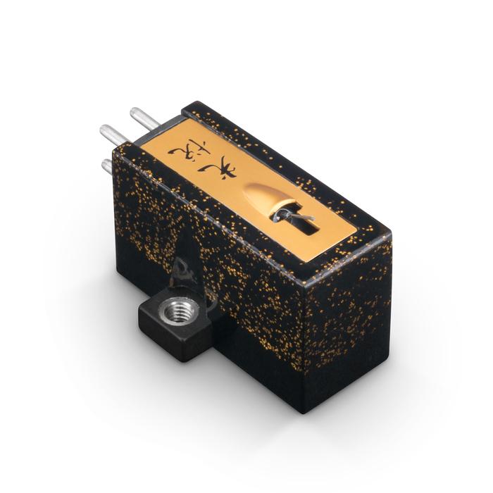 Koetsu Urushi Black phono cartridge